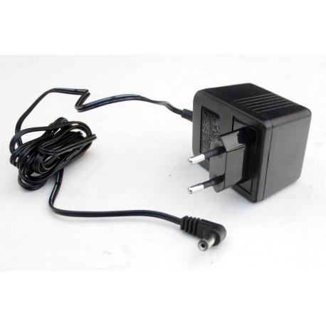 Adaptador de corriente 9v-12v. Teclados -(+)-